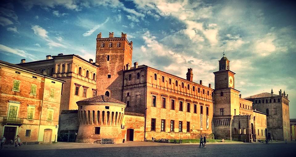 Castello_Carpi_Modena.jpg